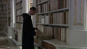 571144855-abito-religioso-biblioteca-abbaziale-scaffale-per-i-libri-benedettino